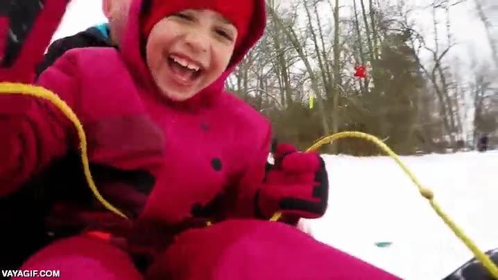 Enlace a El primer contacto de un niño con la nieve