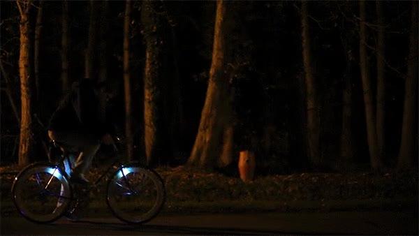 Enlace a A partir de ahora solo querrás ir con la bici de noche para ser el más chulo del barrio