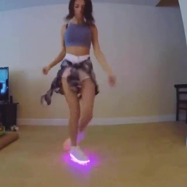 Enlace a Ahora lo que está de moda es bailar con zapatillas de LEDS