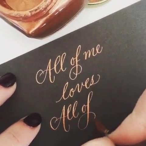 Enlace a Y así se hace esa caligrafía tan chula de las tarjetas