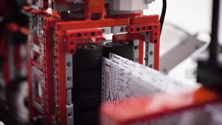 Enlace a Avión de papel creado con LEGO