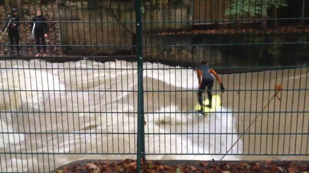 Enlace a La única manera de hacer surf en Munich en pleno octubre