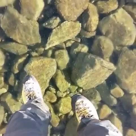 Enlace a Existen lagos tan limpios que te hacen parecer un superhéroe