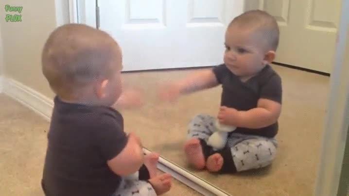 Enlace a La primera vez que te ves en el espejo