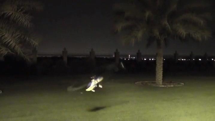 Enlace a Alguien ha estado dando clases de vuelo por las noches