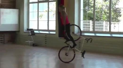 Enlace a El dominio de esta chica sobre la bici es espectacular