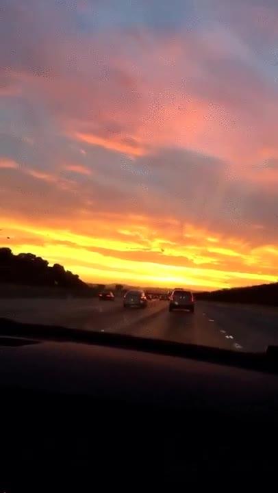 Enlace a Cielo cambiando de color en cuestión de segundos. Parece brujería
