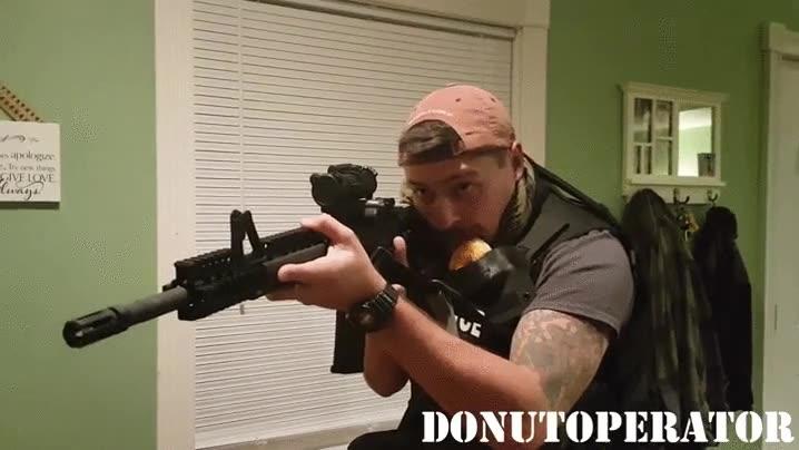 Enlace a Ningún policía sin su guarda donuts