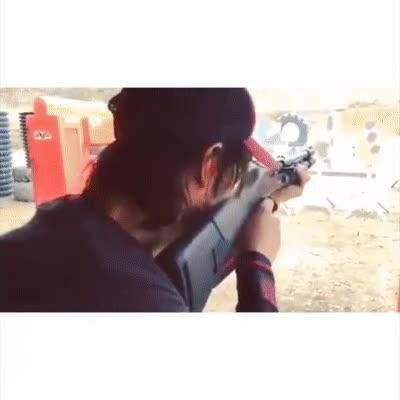 Enlace a Keanu Reeves entrenando para John Wick 2