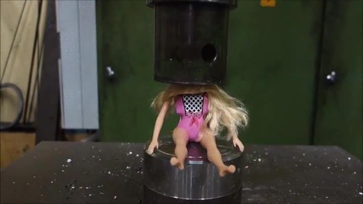 Enlace a Cuando te cansas de tu muñeca Barbie, No se lo enseñes a tu sobrina de 6 años