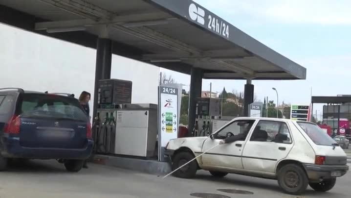 Enlace a Lo típico que ves cada día cuando vas a echar gasolina