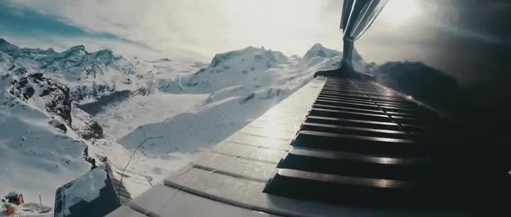 Enlace a Y así es como transportan un piano a 3000 metros de altura en los Alpes Suizos