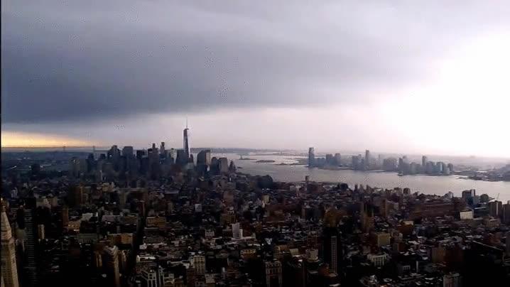 Enlace a World Trade Center de Nueva York recibiendo una descarga eléctrica