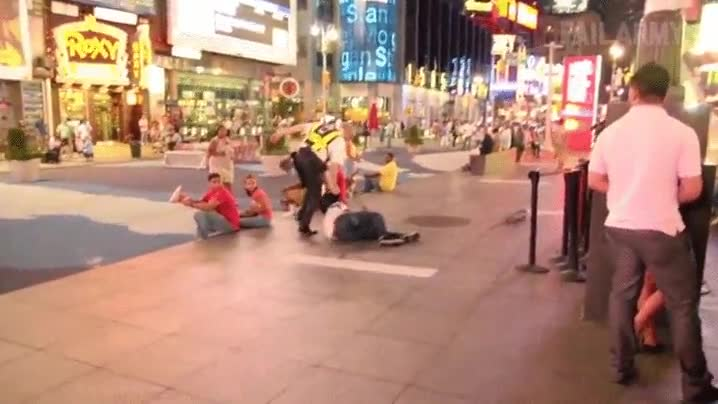 Enlace a Te he dicho mil veces que no se puede patinar en Times Square