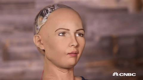 Enlace a Robot intentando sonreír de la forma más natural posible. El resultado es bastante aterrador