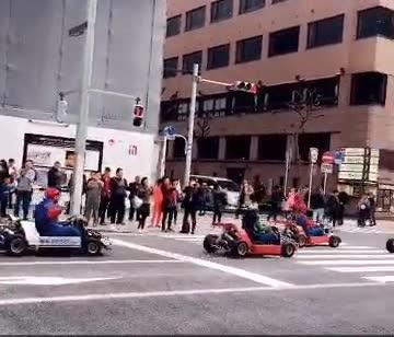 Enlace a Mario Kart en la vida real. Estas cosas desafortunadamente solo pasan en Japón