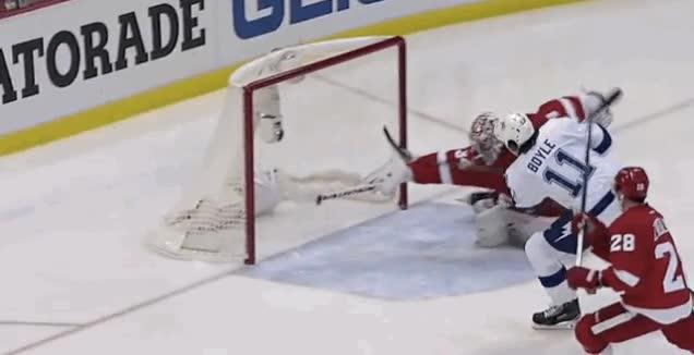 Enlace a En los partidos de hockey también se pueden ver paradones como éste