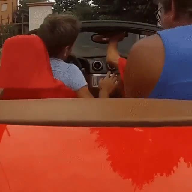 Enlace a Cuando en el concesionario te dejan el Ferrari para dar una vuelta