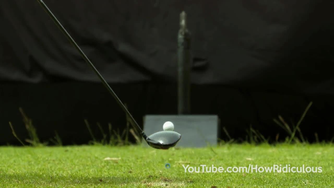 Enlace a Partiendo en dos una pelota de golf con un hacha, Simplemente alucinante