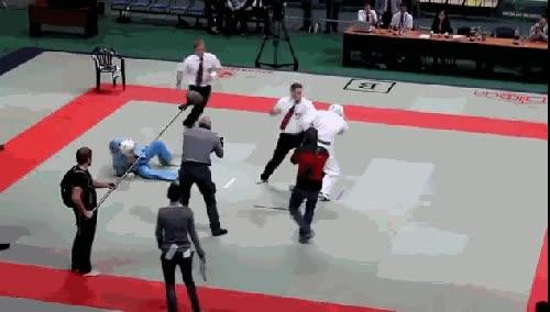 Enlace a Árbitros con más habilidades que los participantes del torneo