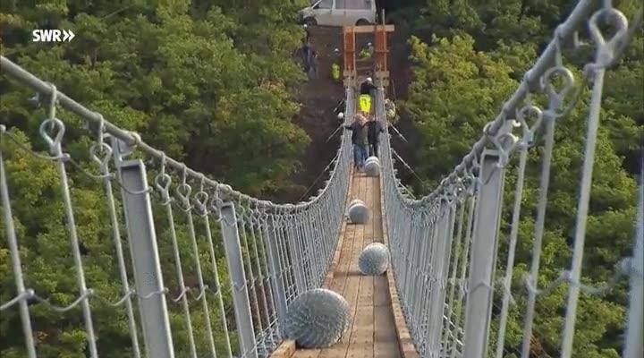 Enlace a El puente flotante más largo de toda Alemania