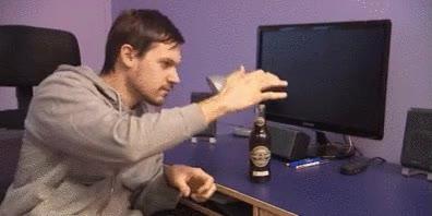 Enlace a Cómo abrir una botella de cerveza sin abridor y con un poco de magia
