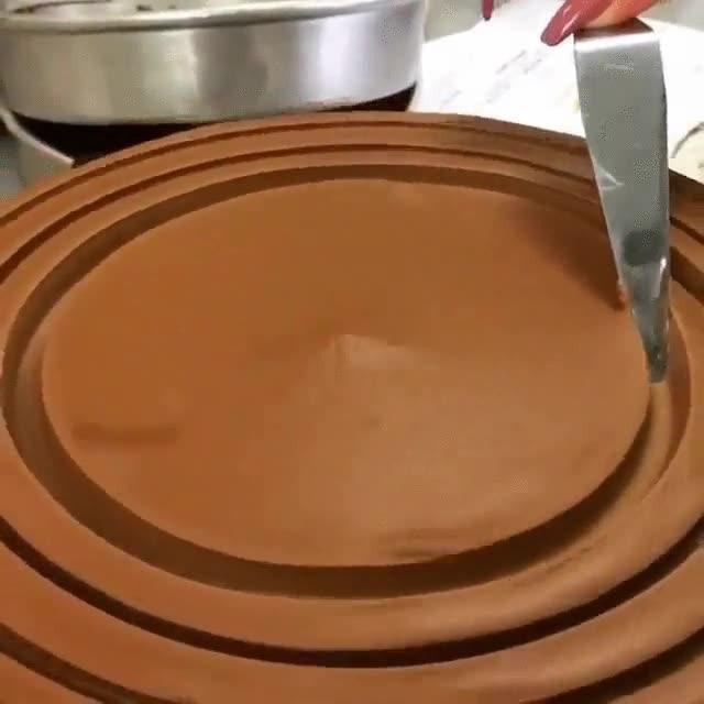 Enlace a De esta manera tan hipnótica se crean las formas de los pasteles