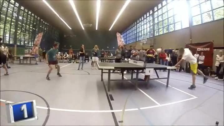 Enlace a Espectacular punto de ping pong fútbol entre estos dos jugadores