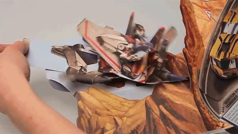 Enlace a Libro de Transformers. Si de niño lo hubiese tenido habría alucinado