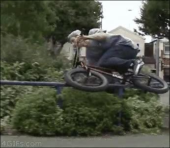 Enlace a Increíble truco con una BMX