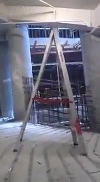 Enlace a La escalera andante. Cuidado, podrías ser su próxima víctima
