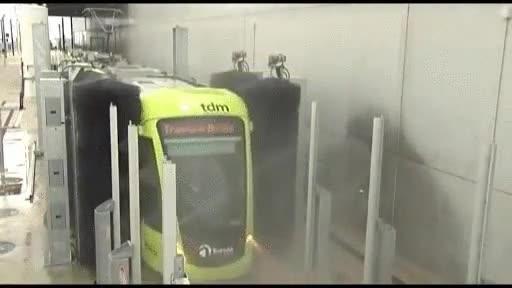 Enlace a Un tren de lavado para trenes. Trainception