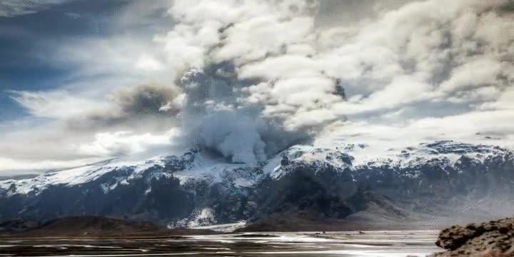 Enlace a Time lapse del volcán de Eyjafjallajökull. No, no se me ha caído nada en el teclado se llama así