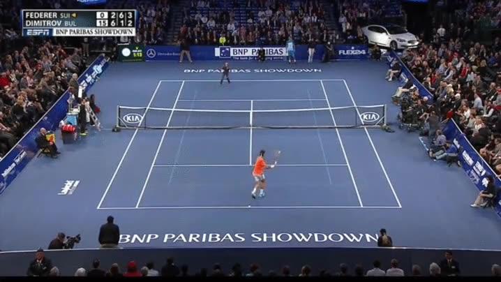 Enlace a Un niño le hace un globo perfecto a Roger Federer