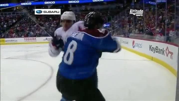 Enlace a Alex Ovechkin, el rey de los choques en la pista de hielo
