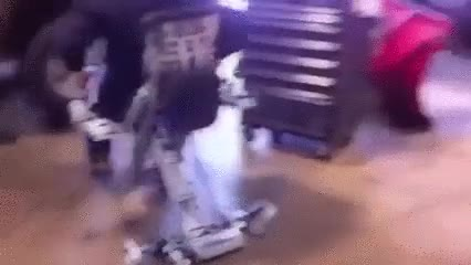 Enlace a La mejor silla que le puedes regalar a un mecánico