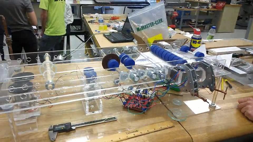 Enlace a Han inventado una máquina para hacer aviones de papel