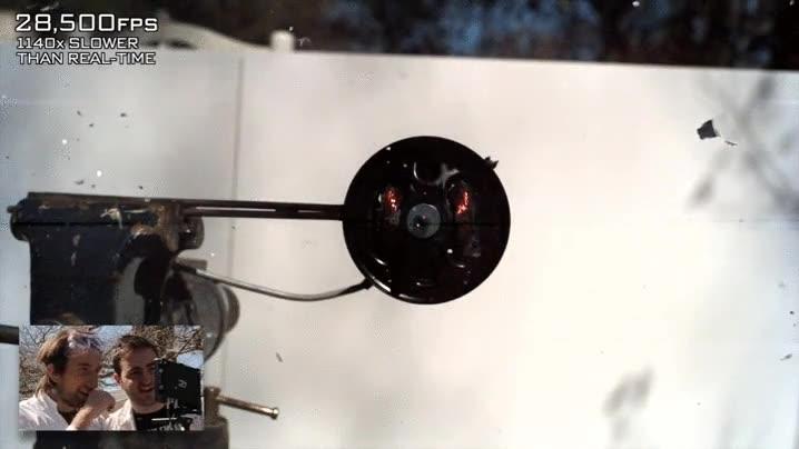 Enlace a CD explotando, grabado a 28,500 frames por segudo