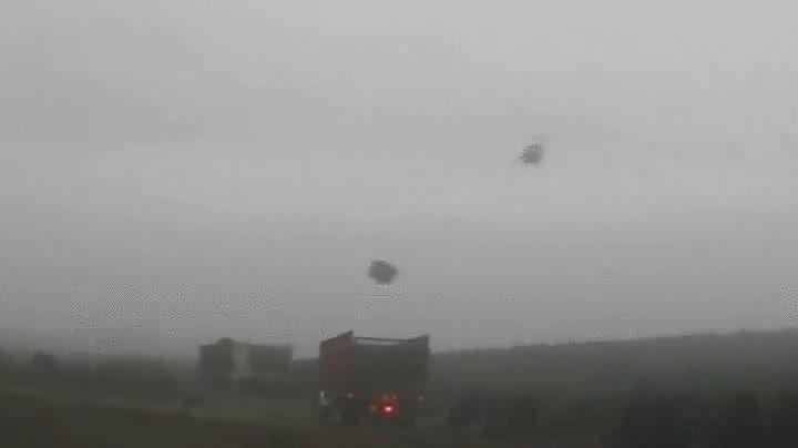 Enlace a Helicóptero utilizando la inercia para dejar su carga