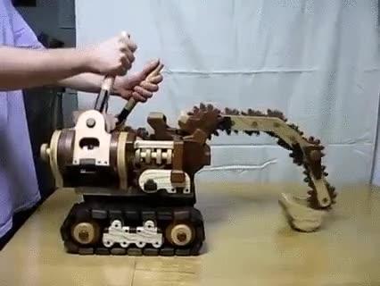 Enlace a Excavadora de madera. Es hipnótico ver cómo todo funciona a la perfección