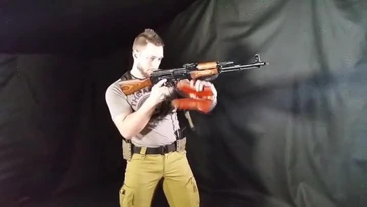 Enlace a Recargando un AK-47 a una velocidad increíble
