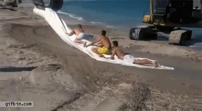 Enlace a No hay nada más divertido que llevar la grúa a la playa