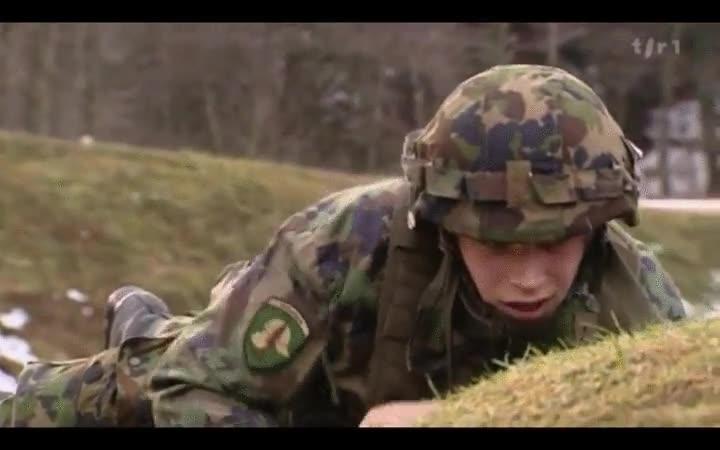 Enlace a Hay soldados de lo más patosos. Suerte que entrenan con granadas falsas