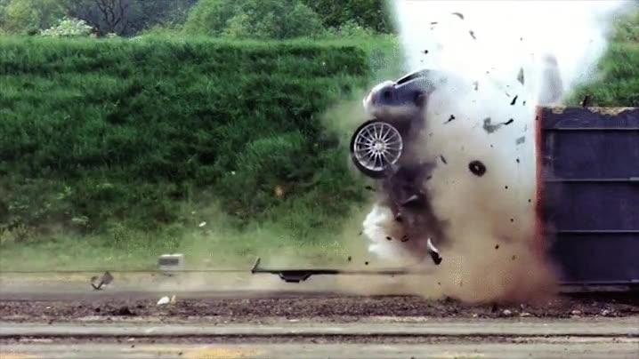 Enlace a Esto es lo que le pasa a un coche cuando choca a 190Km/h