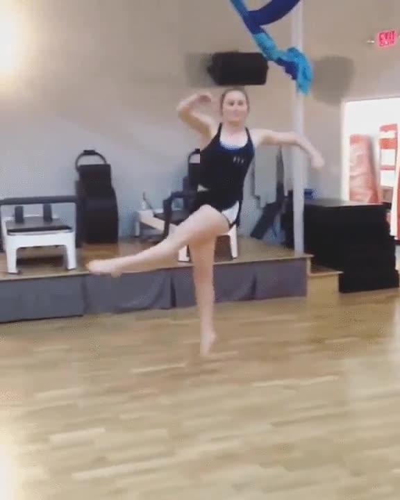 Enlace a Contemplemos el grácil salto de esta bailarina
