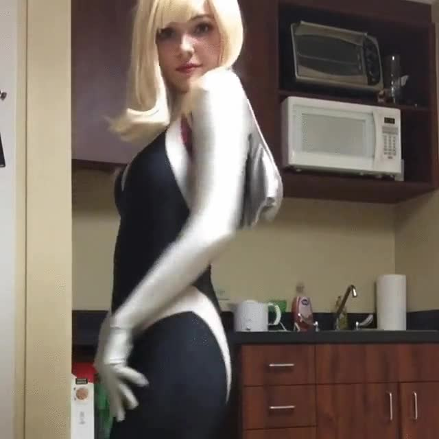 Enlace a Cosplay de Spider Gwen. Es imposible no enamorarse