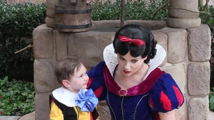 Enlace a Un niño con autismo se enamora de Blancanieves