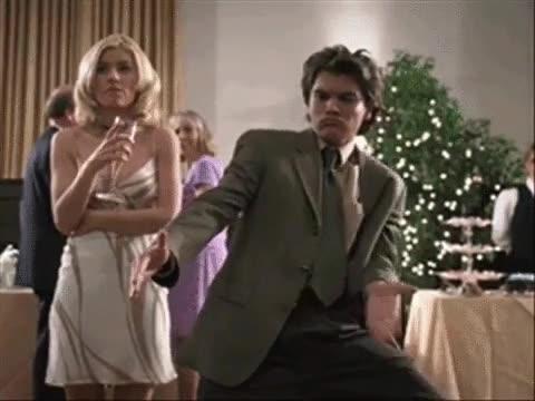 Enlace a Cuando bailas en una boda y crees que nadie te está mirando