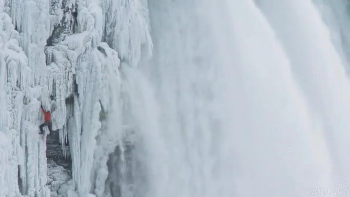 Enlace a Escalar por una cascada congelada no creo que sea buena idea