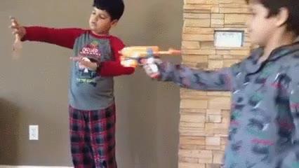 Enlace a Trolleando el truco de magia de su hermano